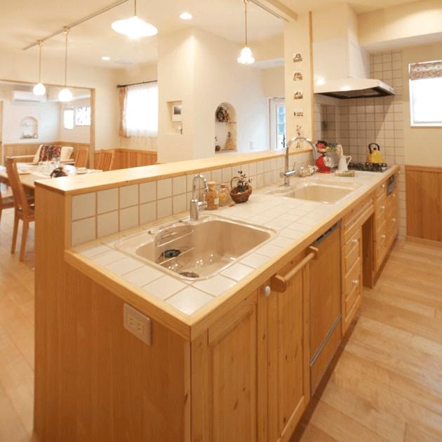 住宅のリノベーション後のキッチン