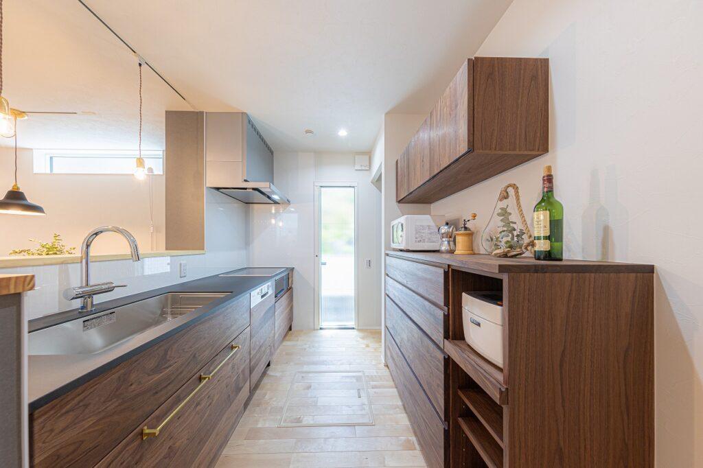 天然木オーダーキッチンが標準装備の注文住宅は大阪狭山市のリーフアーキテクチャ